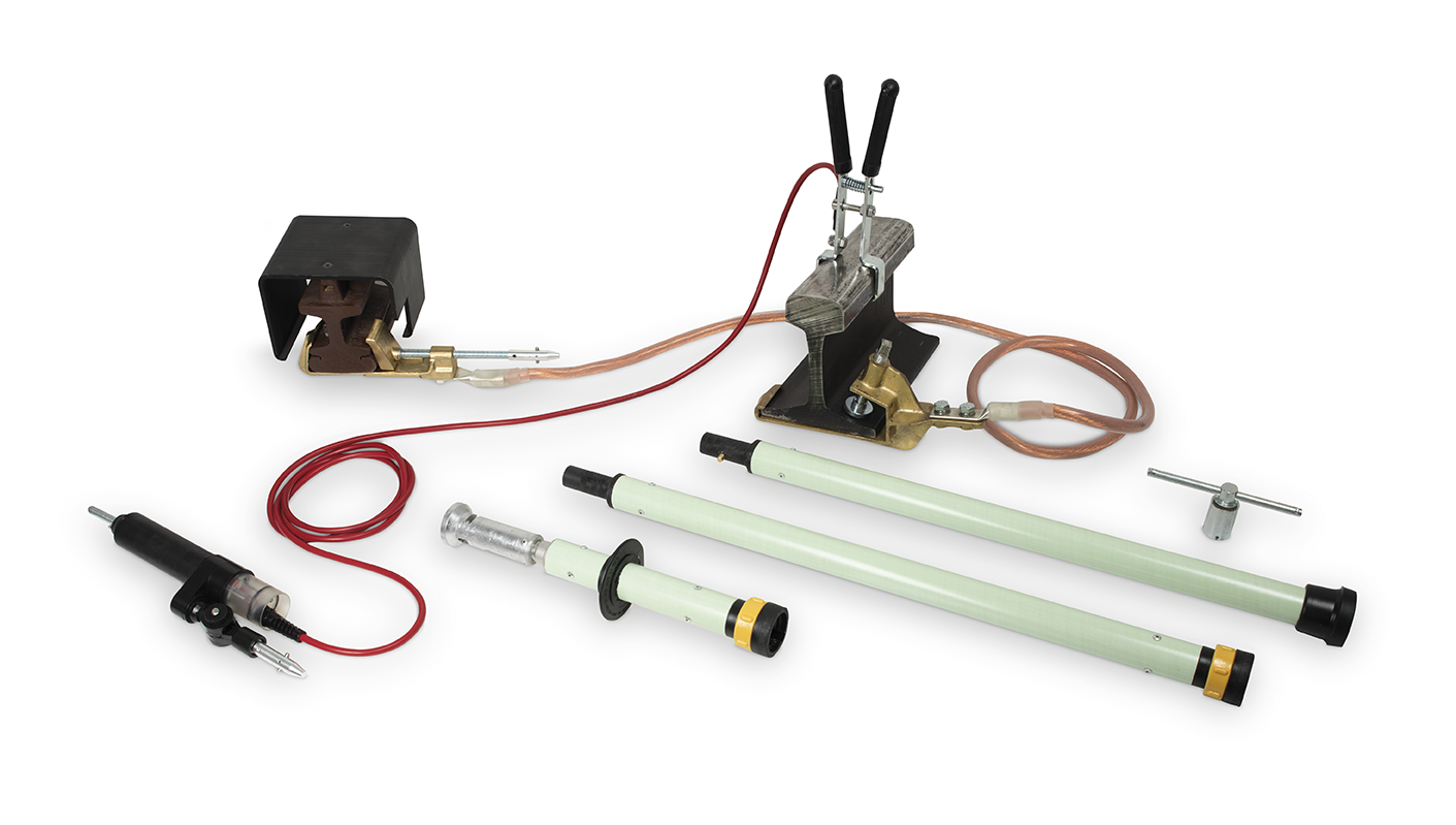 Subway: Modular portable earthing and short circuit device with voltage detector for third and fourth underground rail